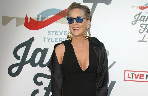 News video: Sharon Stone verteidigt James Franco