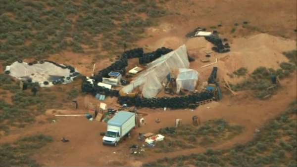News video: New Mexico: 11 Kinder abgemagert aus Lager befreit