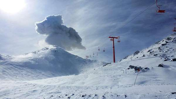 News video: Vulkanausbruch bei Skigebiet in Chile