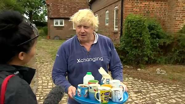 News video: Tee gefällig? Boris Johnson in