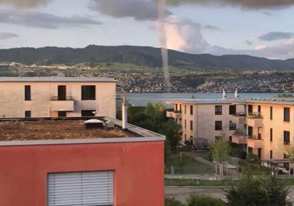 News video: Dip in Temperatures Creates Perfect Conditions for Waterspout on Lake Zurich