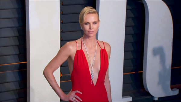 News video: Charlize Therons Reaktion auf Weinstein Skandal