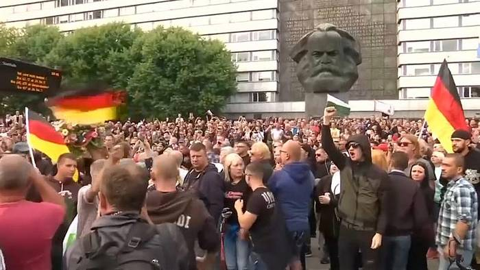 News video: Frostiger Empfang: Merkels Besuch in Chemnitz
