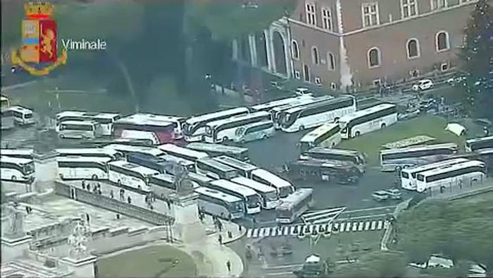News video: Bus-Protest in Rom gegen Fahrverbot