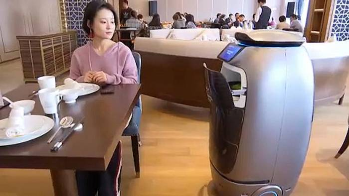 News video: China: Internetriese Alibaba eröffnet Roboter-Hotel in Hangzhou
