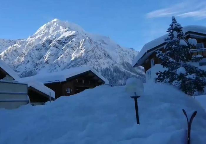 News video: Controlled Explosions Trigger Avalanche in Austrian Alps