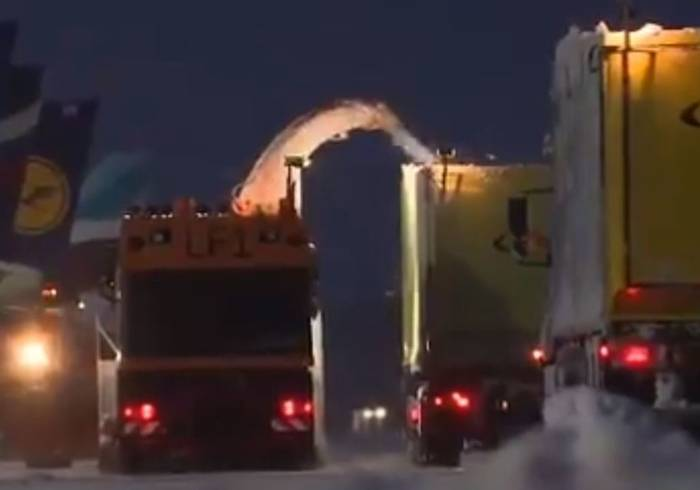 News video: Crews Work to Clear Munich Airport Runways as More Snow Forecast