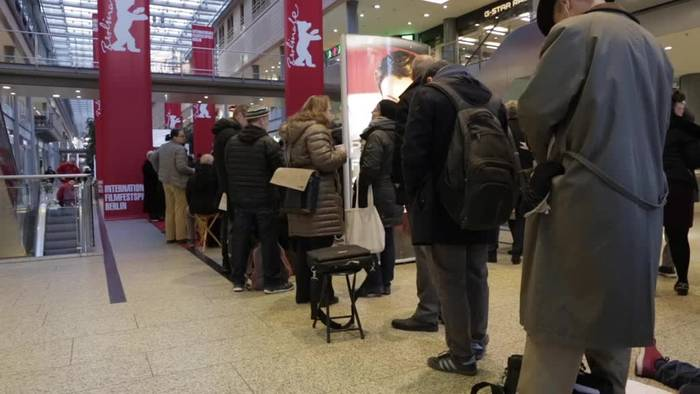 Video: Langes Anstehen für Berlinale-Tickets