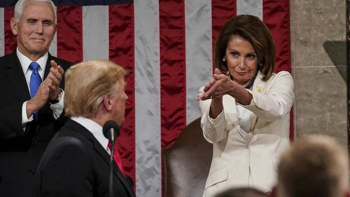 News video: Applaus voller Ironie? Als Trump zum Kompromiss aufrief, klatschte Nancy Pelosi so...