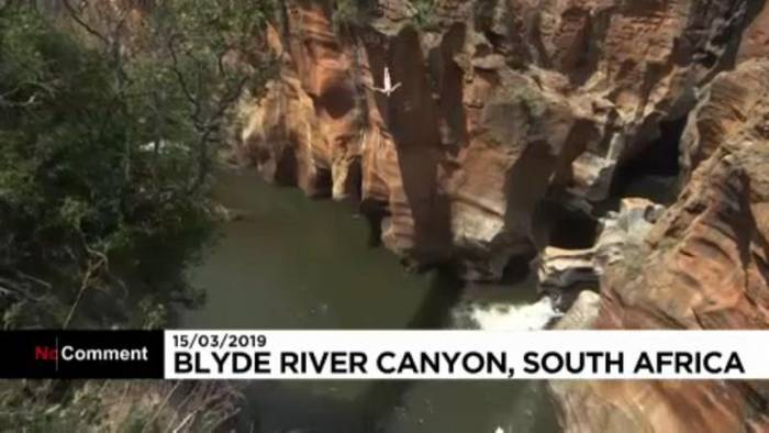 News video: Wagemutige Sprünge in den Canyon