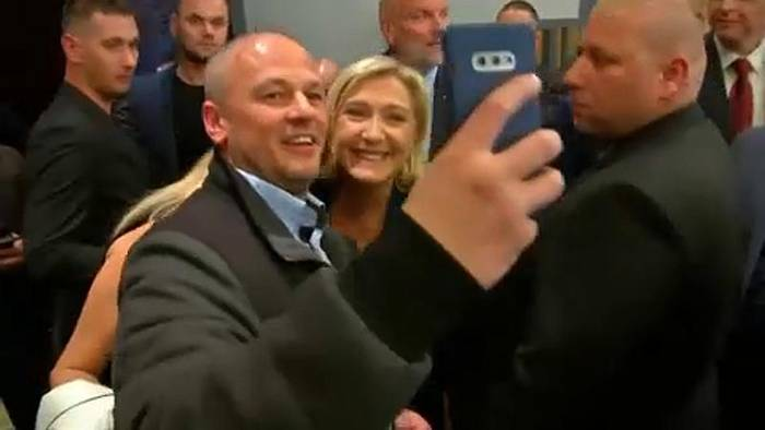 News video: Applaus und Protest: Marine Le Pen auf Treffen in Bratislawa