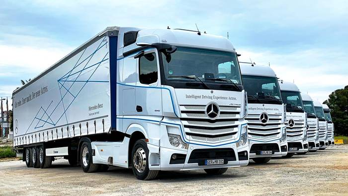 News video: Mercedes-Benz Actros - Der sicherste Truck der Welt im Test