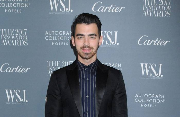 News video: Joe Jonas versuchte Sophie Turners Double zu küssen