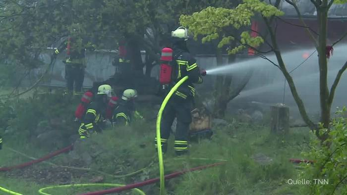 News video: Brand zerstört Lagerhalle in Kiel