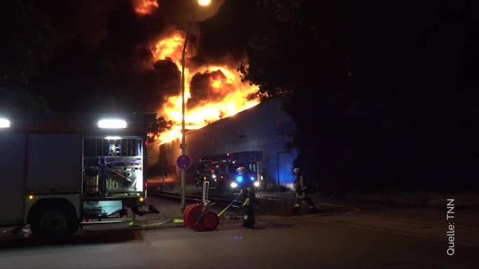 Video: Brand in Grillanzünderfirma in Essen