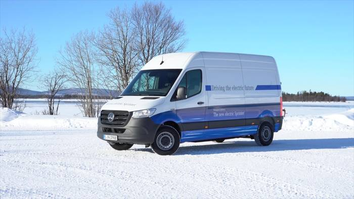 News video: Mercedes-Benz eSprinter – Wintertest im elektrischen Sprinter