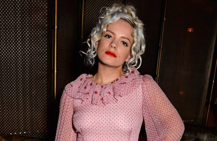 Video: Lily Allen: Bye, bye, iPhone!