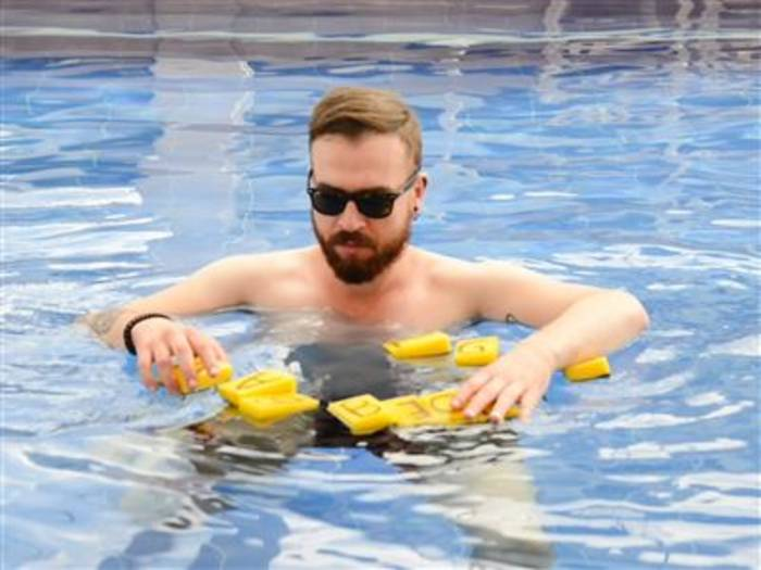Video: DIY: Coole Pool-Spiele