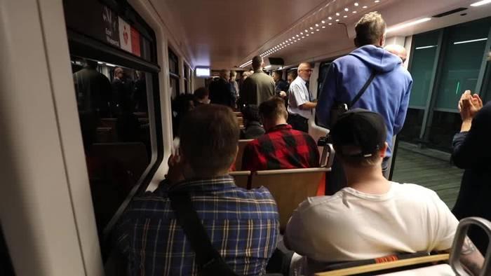 News video: Die Wuppertaler Schwebebahn fährt wieder