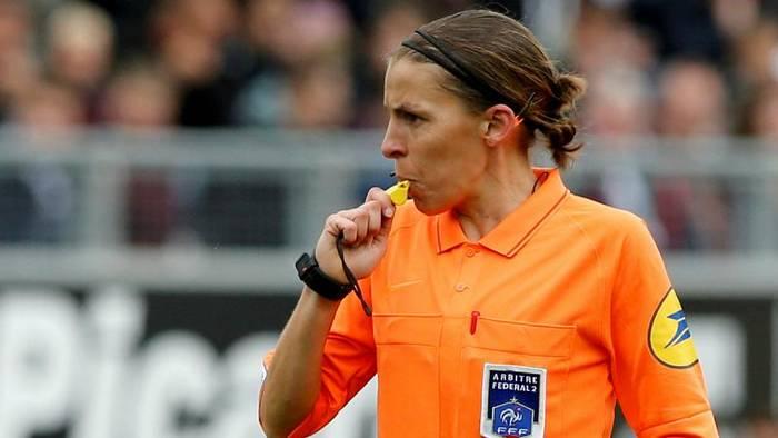 Video: Premiere beim UEFA-Supercup: Erstmals pfeift eine Frau das Topspiel