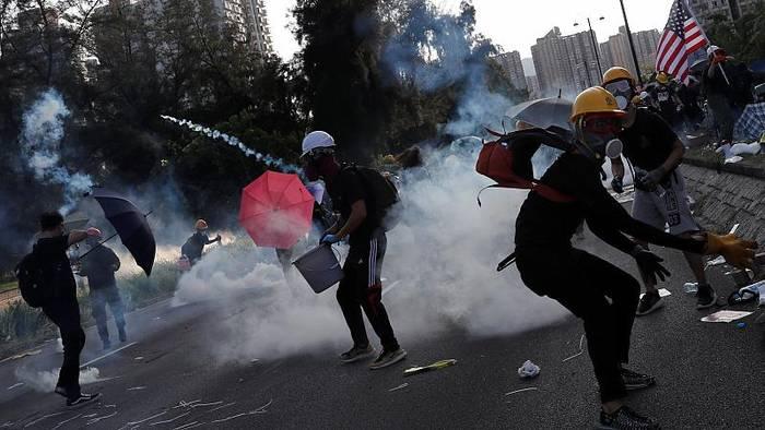 News video: Demos in Hongkong: U-Bahnen blockiert, Flüge gestrichen