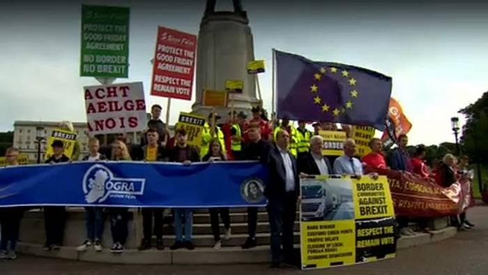 Video: Brüssel bereitet sich auf No-Deal-Brexit vor, ist aber offen für Diskussionen