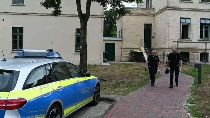 News video: Polizei filmt Brummifahrer beim Smartphone-Daddeln