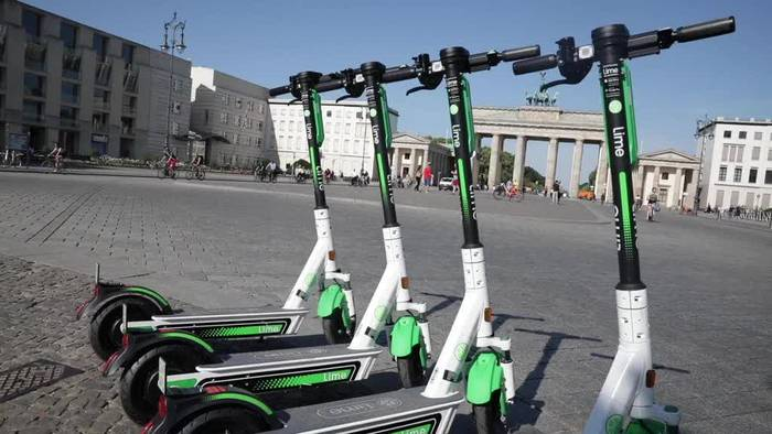 News video: Abstellverbot für E-Tretroller am Brandenburger Tor
