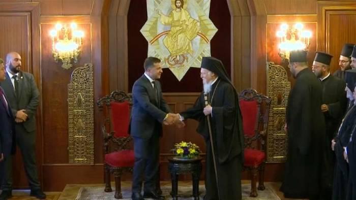 Video: Politik und Kirche: Ukrainischer Präsident trifft orthodoxen Patriarch