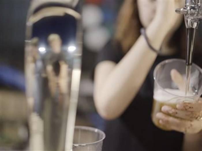 Video: Funktioniert ein Nachtleben ohne Plastikbecher?