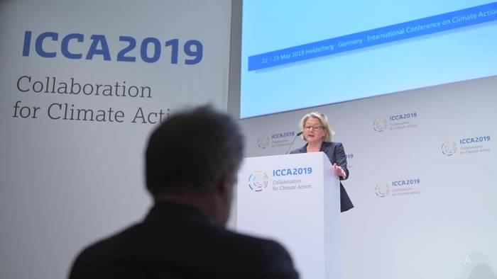 Video: Umweltministerin Schulze will Verbot von Plastiktüten