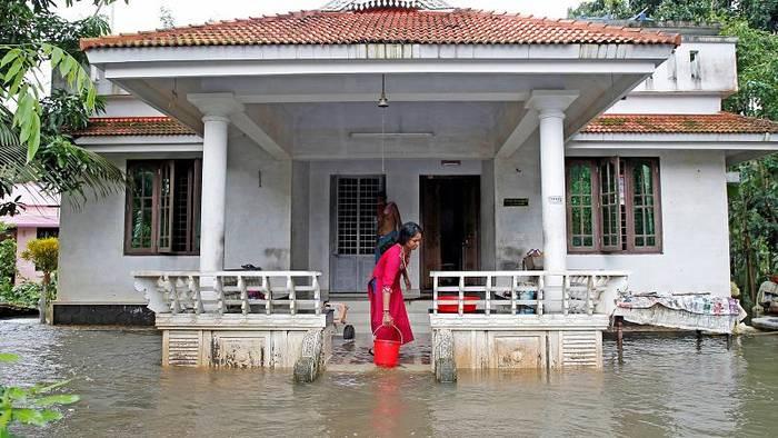 Video: 150 Tote nach Unwettern in Indien