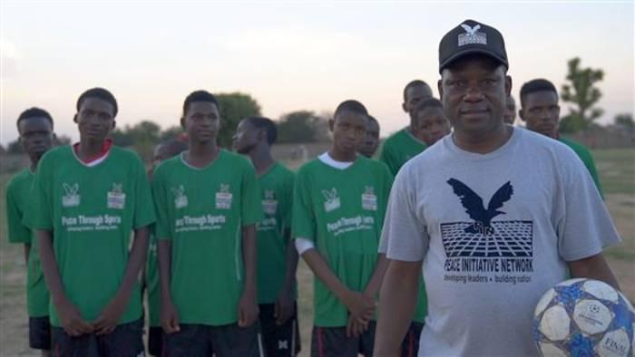 News video: Friedensstifter: Wie Fußball Menschen verbindet