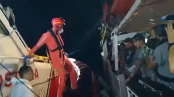 Video: Gerichtsentscheidung: Migrantenretter dürfen in Italiens Gewässer