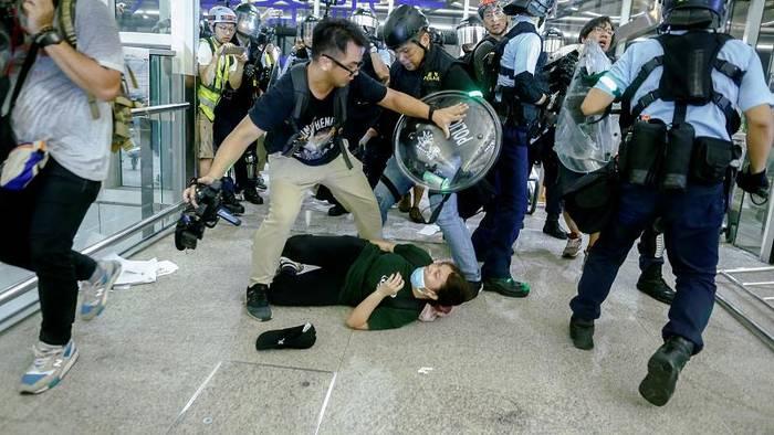 Video: Hongkong: Proteste rufen chinesisches Militär auf den Plan