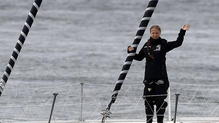 Video: Klimaneutral nach New York: Greta Thunberg ist in See gestochen