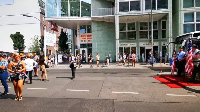 News video: Coole Fotos beim Checkpoint Charlie
