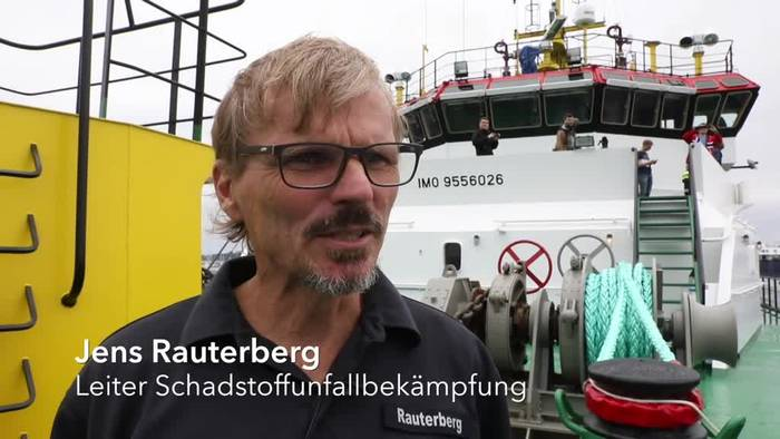 News video: Havarie-Spezialisten üben Ölbekämpfung auf der Ostsee