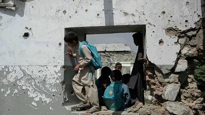 Video: Afghanistan: Unterricht zwischen den Fronten