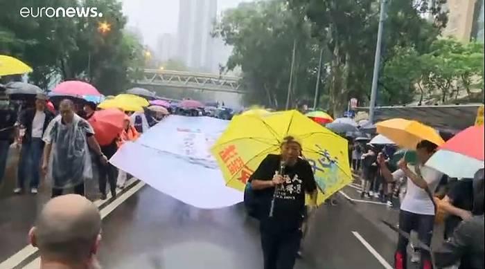 Video: Hongkong: 500.000 Teilnehmer bei Großdemonstration erwartet