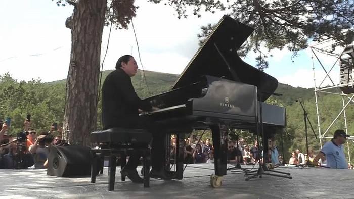 Video: Konzert im Wald - Protest gegen Abholzung für Goldmine