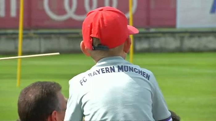 Video: FC Bayern: Mega-Transfer Coutinho (27) steigt am Dienstag ins Training ein