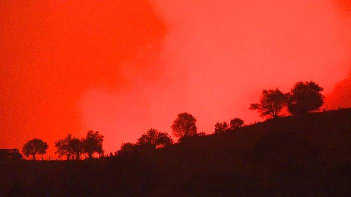 Video: Türkei: Waldbrände vernichten 100 Hektar Wald