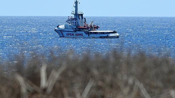 Video: Migranten auf der Open Arms dürfen in Mallorca an Land gehen