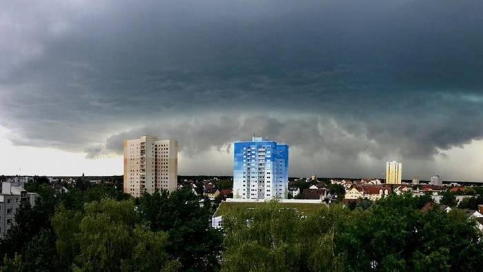 News video: Unwetter in Deutschland richten schwere Schäden an - die beeindruckendsten Bilder