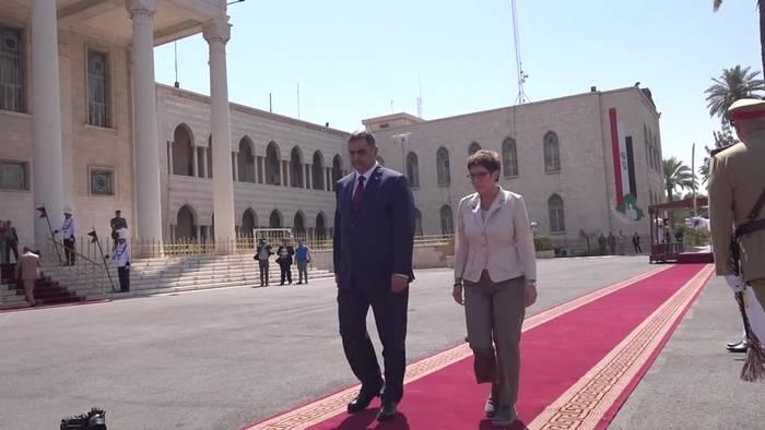 Video: Verteidigungsministerin Kramp-Karrenbauer im Irak