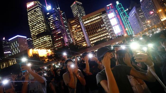 Video: Menschenkette in Hongkong: Erinnerung an den