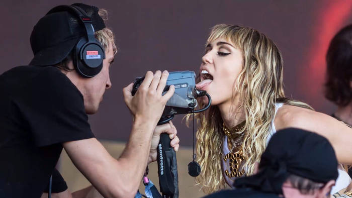 Video: Miley Cyrus: Penis-Foto kostet sie einen Job
