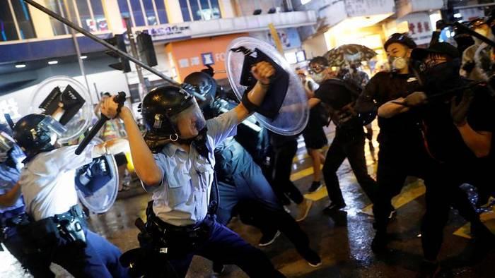 News video: Ausschreitungen in Hongkong: Polizei setzt Schusswaffe ein