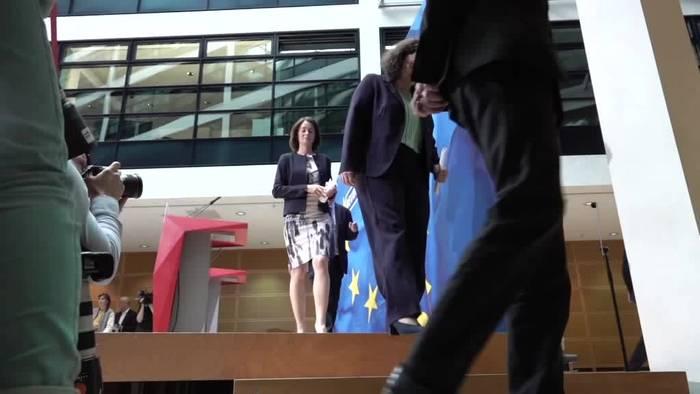 News video: Jan Böhmermann: Ich möchte Vorsitzender der SPD werden